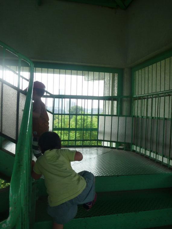 展望台へ階段