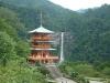 青岸渡寺の三重塔と那智の大滝