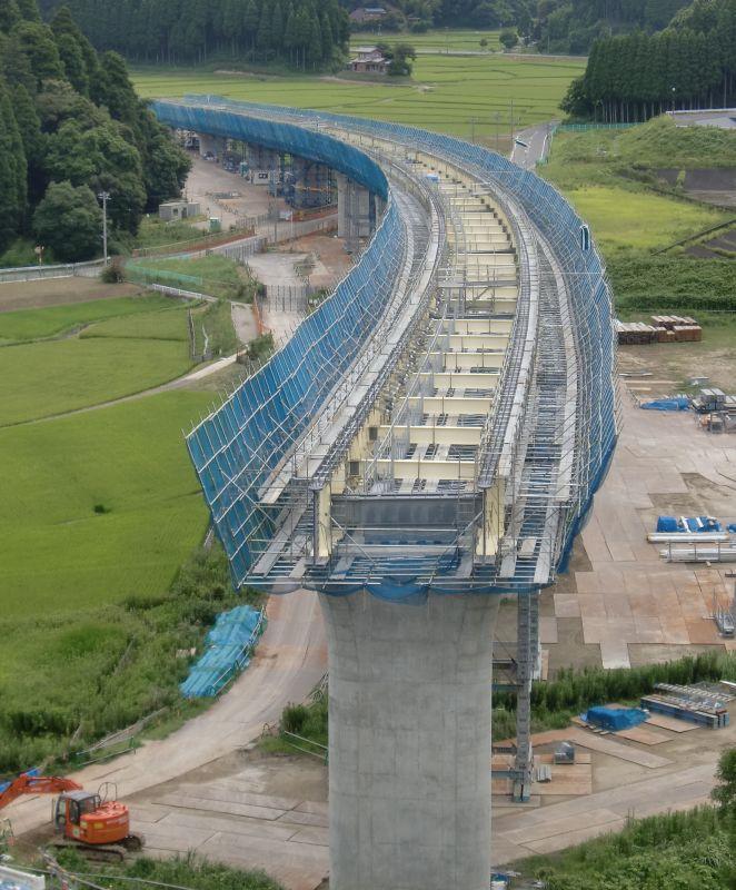 橋脚建設中
