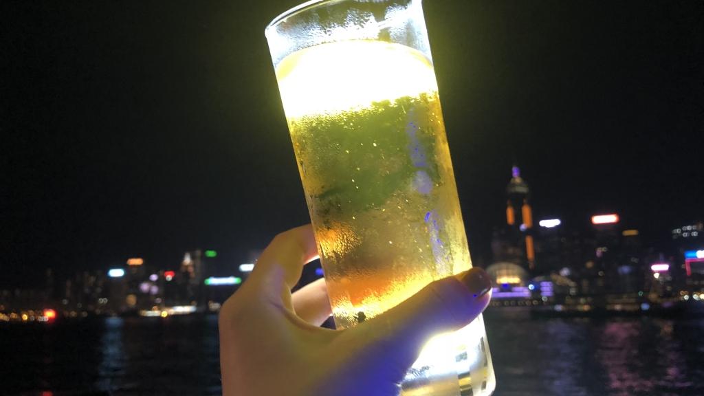 香港アクアルナビールと夜景