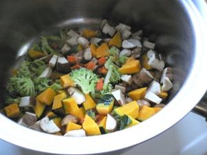 お野菜を小さく切って