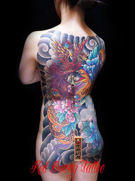 蛇と牡丹 女性の刺青・和彫り 背中一面 甲羅彫り