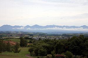 美瑛町北西の丘展望公園から見た十勝岳連峰