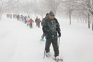 吹雪の中歩いた「雪原ウォーキング」