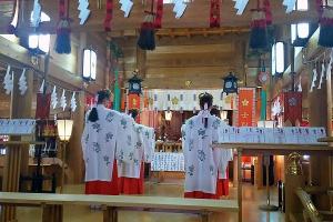 祈念祭で浦安の舞を奉納