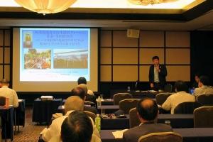 エネ経会議の取り組みについて報告する小山田氏