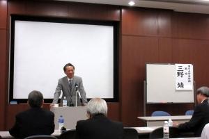 少子高齢社会における公共施設のあり方について講演する三野氏