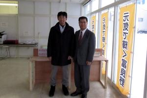 富良野市長選挙に立候補を決意した渋谷正文氏と記念撮影