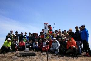 参加者全員による山頂記念撮影