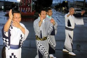 牧野市長(右端)とともに踊った千人踊り
