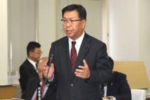 国際貿易交渉及びJR北海道路線見直しについて質疑を行う