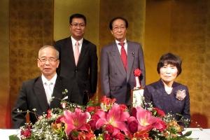 旭日双光章を受賞した金児氏ご夫婦を囲んでの記念撮影