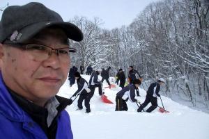 士別翔雲高校野球部もお手伝いいただいた雪おろし作業