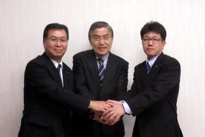 佐藤勝氏(中央)と松本将門氏(右)とのスリーショット