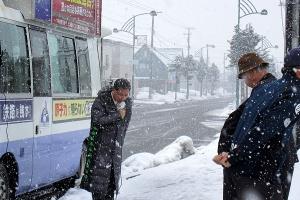雪の中、鷹栖町での街頭演説