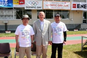 オリンピックデーランで、牧野市長、松ヶ平議長と記念撮影