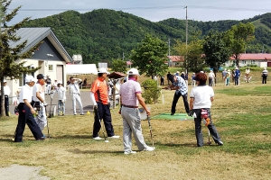 多くの参加者でにぎわった理事長杯パークゴルフ大会