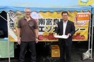 南富良野エゾカツカレーを提供する川村勝彦氏