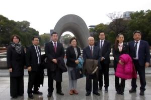 平和記念公園で記念撮影