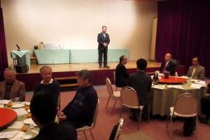 士別市職員退職者の会の新年交礼会であいさつ