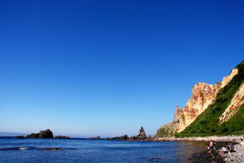 空の青と海の青