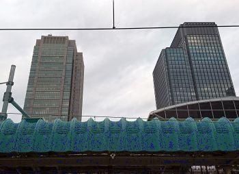 東京駅は曇り空