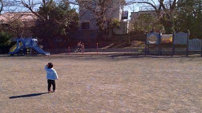 公園はガラガラ