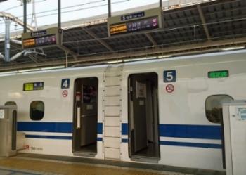 またもや早朝新横浜駅