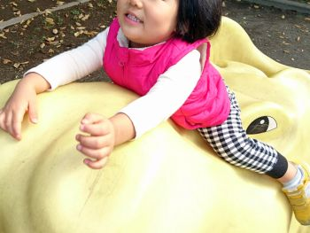 公園で楽しく遊ぶ