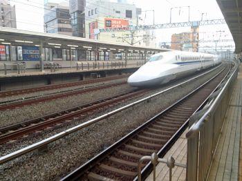 浜松にて通過新幹線