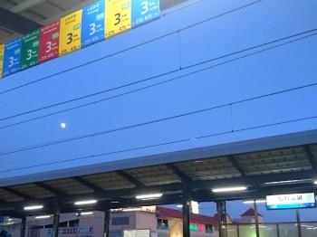 日が暮れた加賀温泉駅を出発
