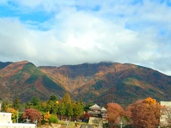 上田駅通過時の紅葉