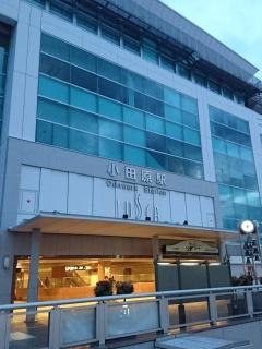 早朝の小田原駅