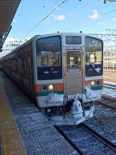 雪と211系