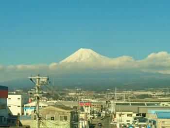 富士山は帯を巻いてます