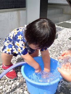 晴れの水遊び