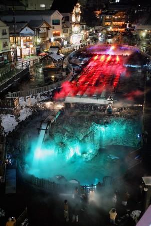 草津温泉、湯畑のライトアップ