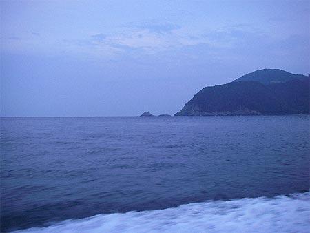 台風の影響は微塵も感じられない鶴見の海