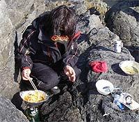 アルミ鍋セットに入っていたスープを煮込むヤエピン