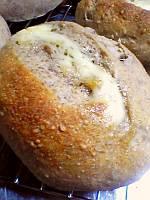 チーズ入り、ライ麦パン