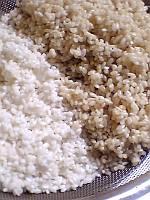 玄米の粳(うるち)米と精米した緑米
