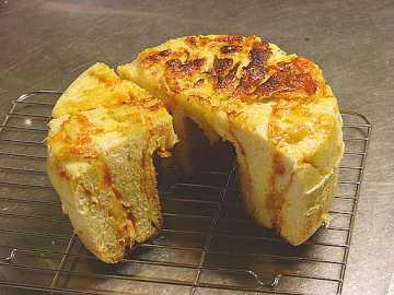 「チーズオニオンロール」の焼き上がり
