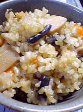 「緑米」を使って山菜おこわを炊く