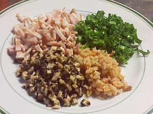 干し椎茸、ベーコン、干し海老、青菜をみじん切り
