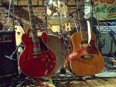 勇造さんのギター二つ