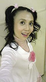 『東京少女』撮影中…ヒロインのお母さん役なんですが、この格好(笑)