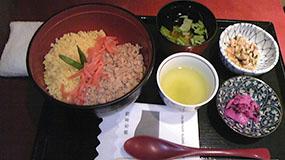 新宿の麻布茶房、一人でサックリ食事するのにも便利です。