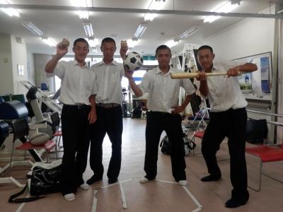 松山東高校野球部が勝利報告に来...