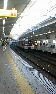 西九条駅に近鉄車両