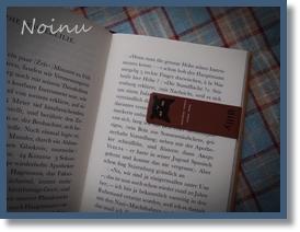 栞を本にはさんだ写真